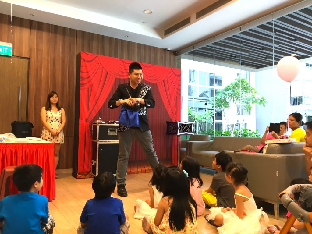 Professional Kids Magician for hire