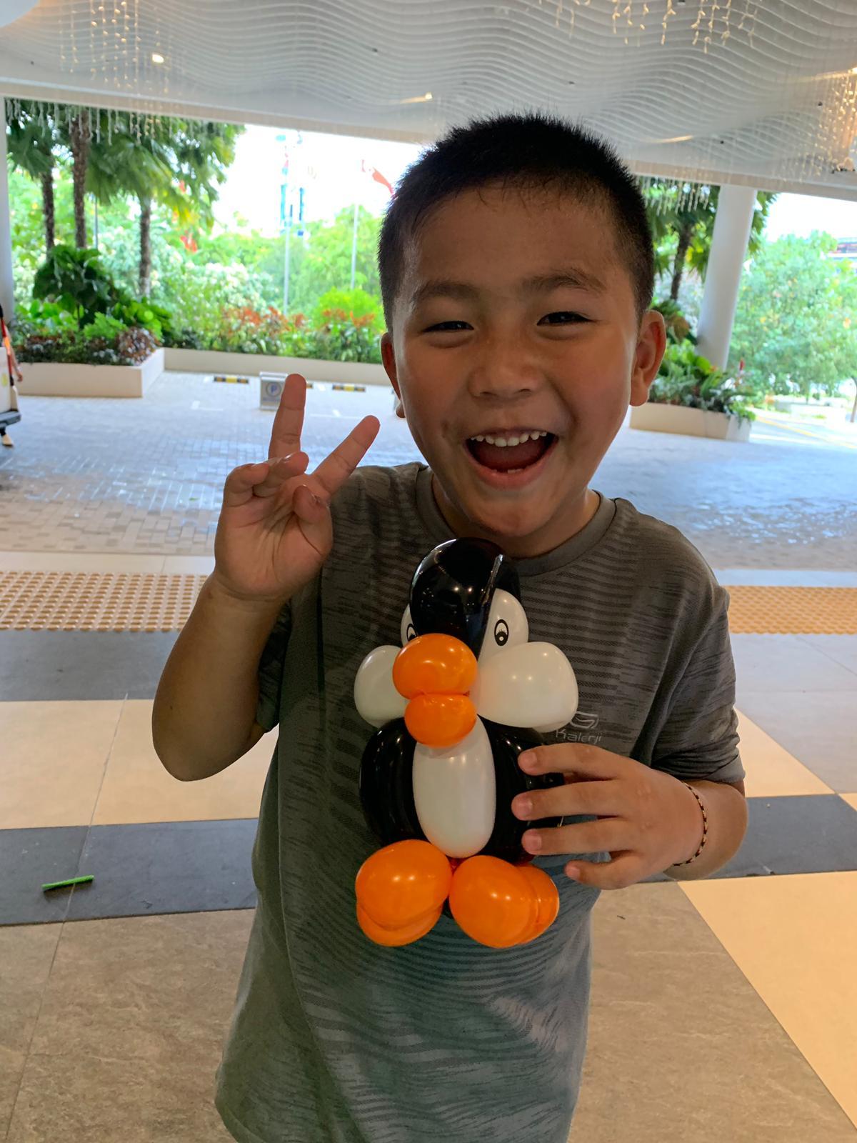 Small Balloon Penguin Sculpture