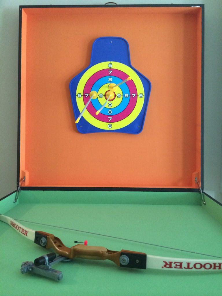 Archery carnival game